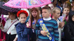На святі останнього дзвоника відзначили школярів, які найкраще знають українську мову (фото)