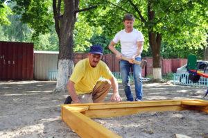 Нову дитячу пісочницю встановили по вулиці Першотравнева, 14-а